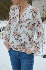 Blus med blommor, S/M, Cat & Co